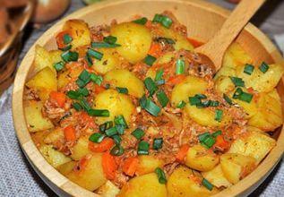 Ароматное жаркое с тушенкой и картошкой
